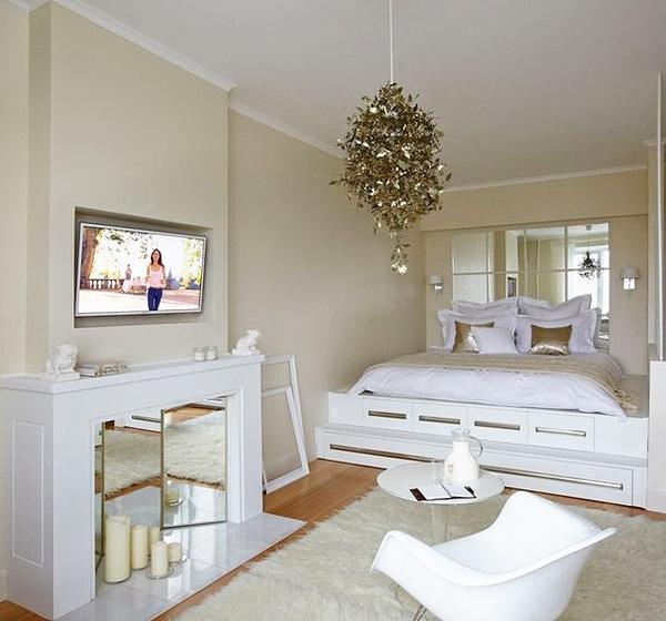 Спальня з ліжком на подіумі