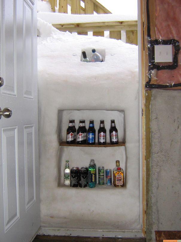 Якщо ваші двері замело снігом - не сумуйте, а використовуйте утворився замет як холодильник