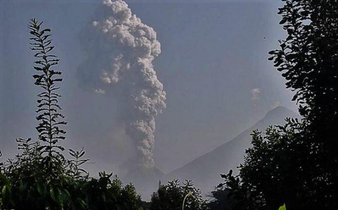 Гватемальський вулкан Сантьягуіто обрушив пеплопади в населених пунктах