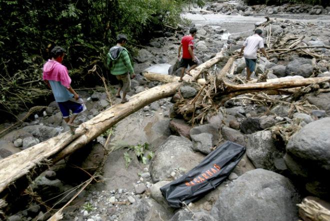 Число жертв повеней в Індонезії зросла до 17 осіб