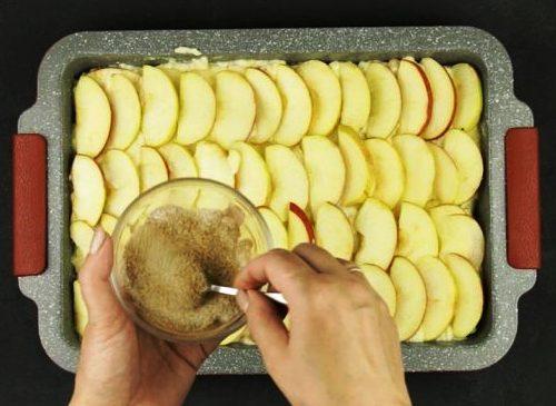 Яблучна запіканка з манкою - рецепт приготування