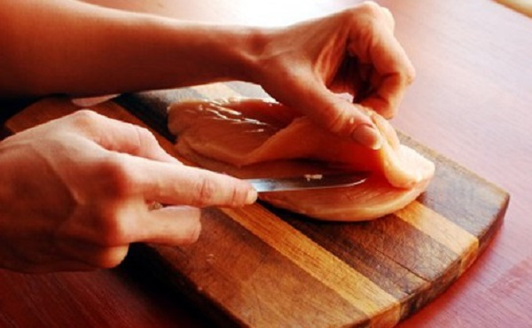 Курячий рулет з яйцем - рецепт приготування