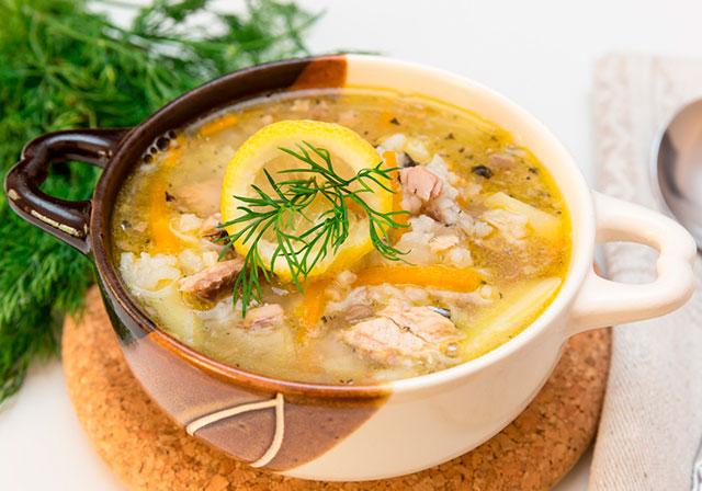 Суп з рибними консервами