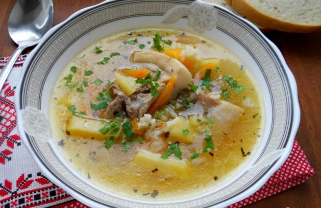 Суп з апетитних свинячих реберець