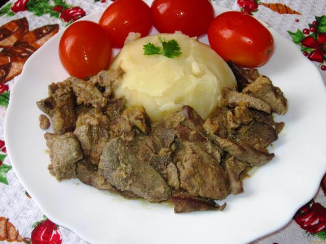 Тушкована свиняча печінка - рецепт приготування
